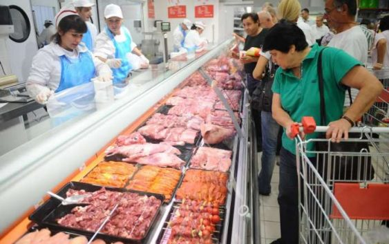 Македонците најмногу трошат на храна