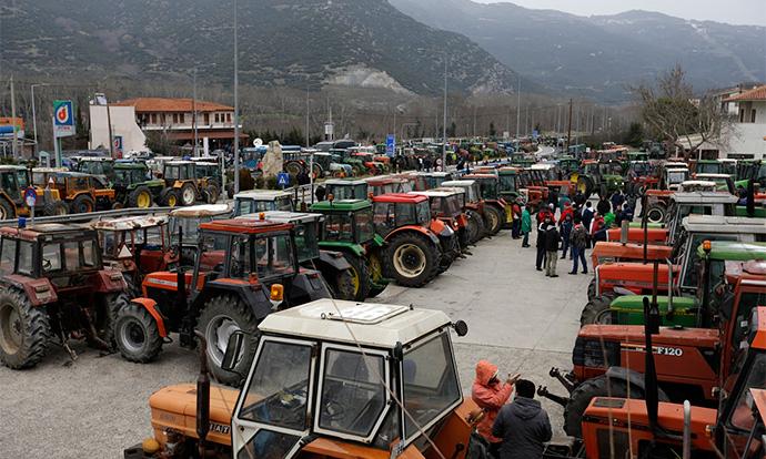 Photo of Грчките фармери го блокираа министерот за земјоделие во зграда