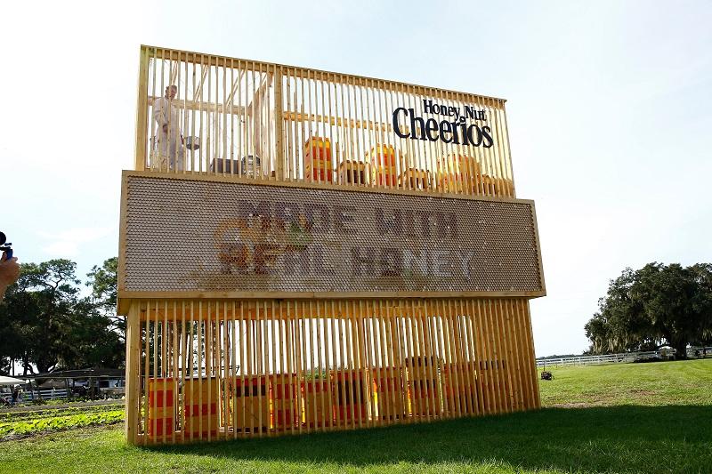 Photo of Медот за Honey Nut Cheerios се прави во билборд