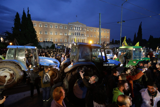Photo of Грчките земјоделци ја прекинаа блокадата на Атина