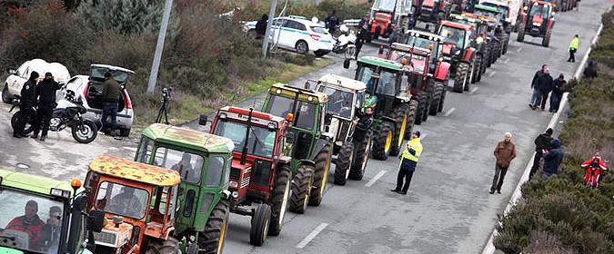Photo of Грчките земјоделци ги отстрануваат блокадите