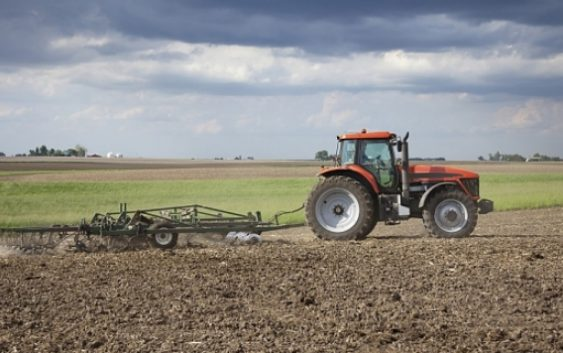 Земјоделците ќе добиваат по 15.000 евра државна помош годишно