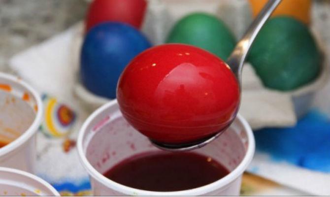 """Photo of Купувајте боја за јајца во кесички, не """"на лажички"""""""