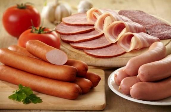 Photo of Најчесто труење е од бајата салама или старо месо