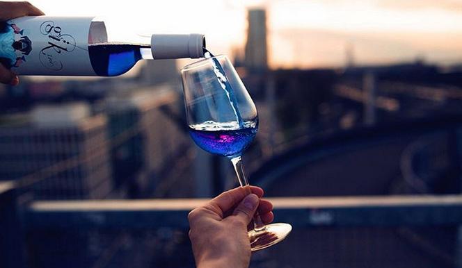 Photo of Шпанците произведоа сино вино што се сервира студено