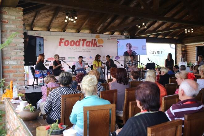 Photo of Дипломати и јавни личности со храна се дружеа во Брвеница