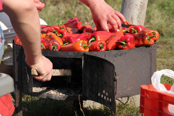 Photo of Грците прават зимници со македонски пиперки