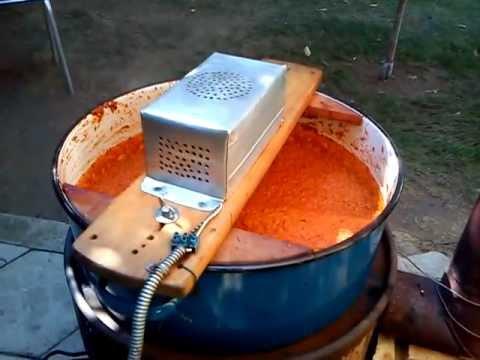 Photo of Мелат пиперки со бормашина, мешаат ајвар со мотор од машина за перење