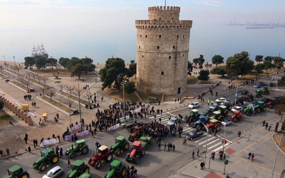 Photo of Грчките земјоделци го затегаат обрачот и ги засилуваат протестите