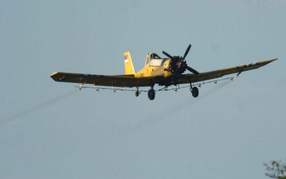 Авионско прскање против комарци во Чешиново Облешево