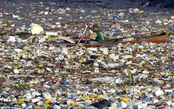 До 2050 година во океанот може да има повеќе шишиња, отколку риба