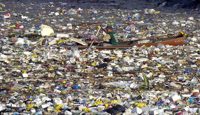 Photo of До 2050 година во океанот може да има повеќе шишиња, отколку риба