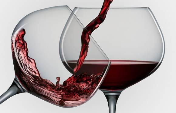 Photo of Чаша црно вино ја намалува штетата што ја предизвикуваат цигарите