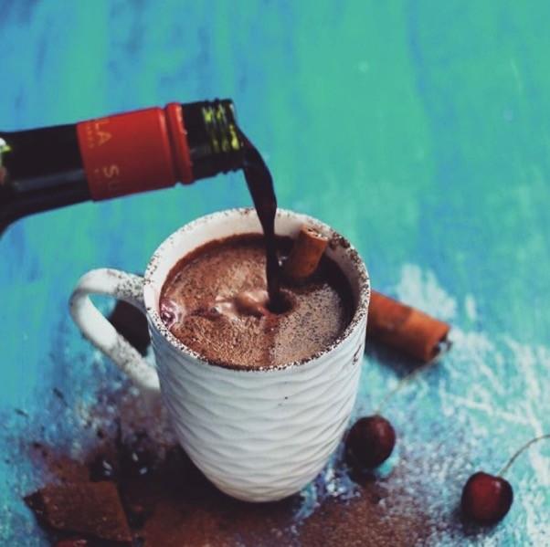 Photo of Топло чоколадо со црвено вино е ултимативен зимски пијалок