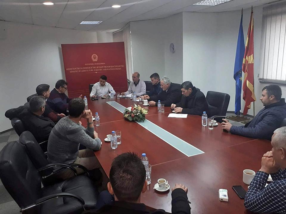 """Photo of Министерот Николовски на средба со претставници од земјоделското здружение """"Клас"""" од Прилеп"""