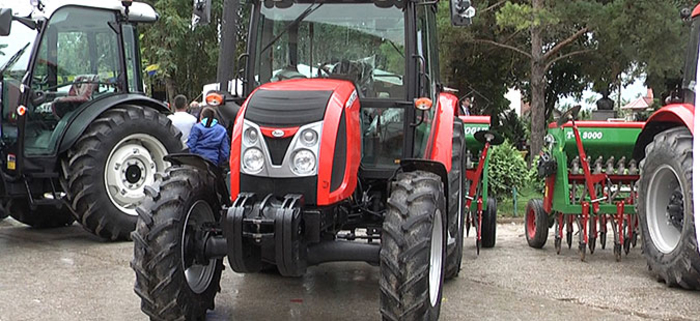 Photo of Двеста земјоделци од Кавадарци и Росоман обезбедиле трактори со државна помош