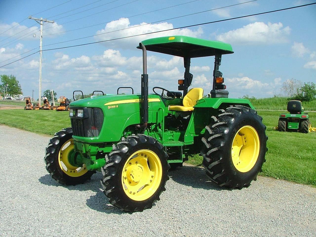Photo of Обезбедени се повеќе од 150 трактори  со финансиска поддршка во Неготино и Демир Капија
