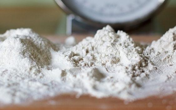 Николовски и Љајиќ ќе бараат решение за проблемот со брашното