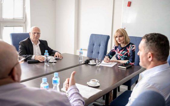Производителите на зелка остварија средба со Николовска