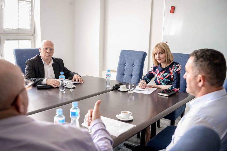 Photo of Производителите на зелка остварија средба со Николовска