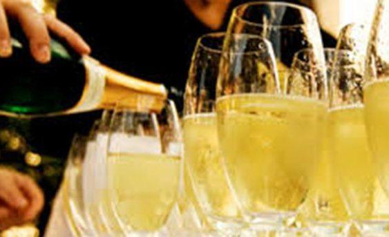"""Франција заработи 4,9 милијарди евра од продажба на """"Шампањ"""""""