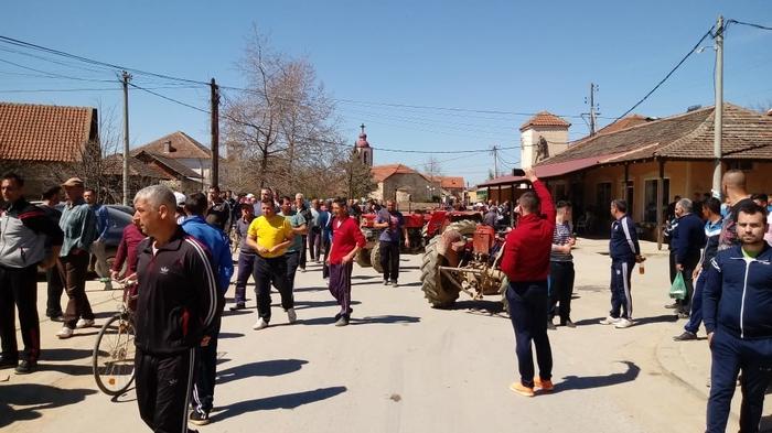 Photo of Заврши блокадата на откупниот пункт во Муртино, протестот на прозводителите на зелка продолжува