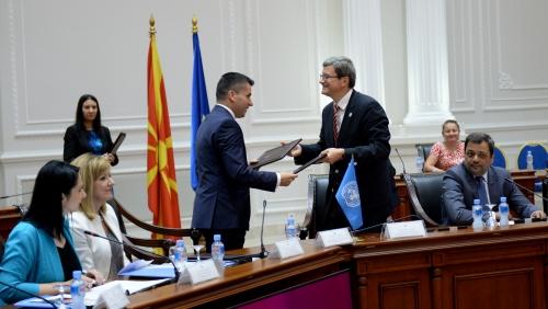 Photo of Потпишани договори помеѓу Македонија и ФАО–Поголема конкурентност на земјоделството и мерки за справување со климатските промени