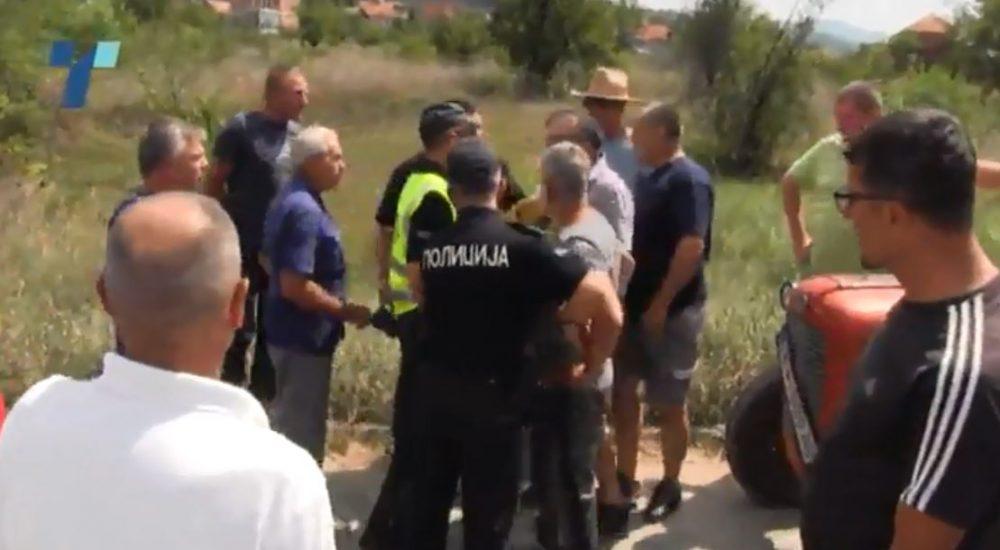 Photo of Инцидент на протестот на производителите на сливи и блокади