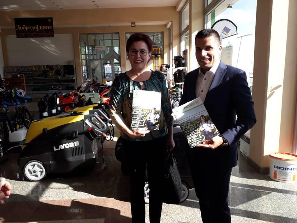 """Photo of Министерот за земјоделство Николовски ја посети """"Зелена берза"""" во Битола"""