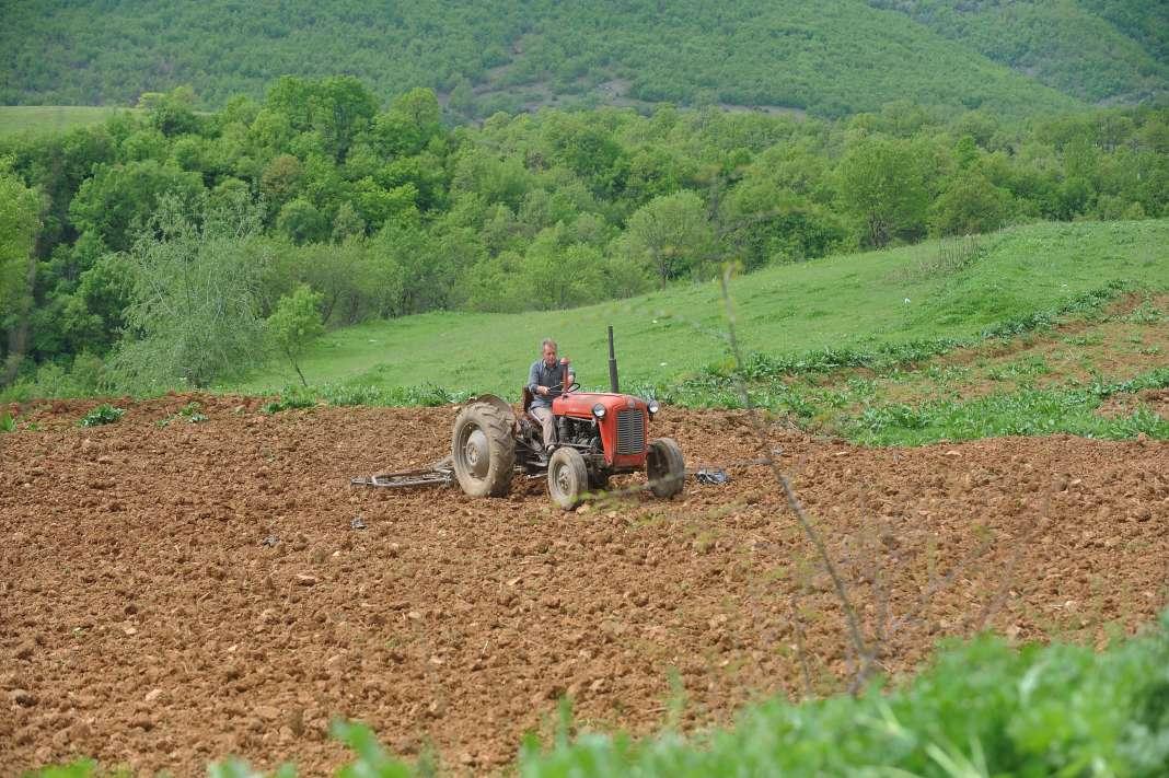 Photo of Земјоделците почнаа да си ги осигуруваат посевите