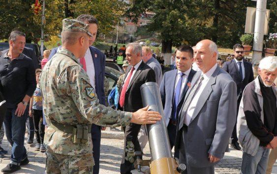 Министерот Николовски доби награда за особен придонес за развој на Крива Паланка