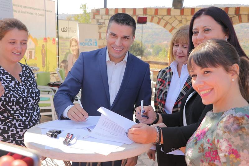 Photo of Министрите Николовски и Царовска потпишаа Декларација за подобар статус на руралните жени