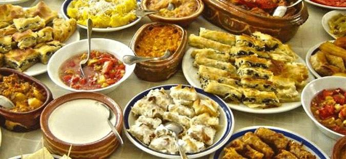"""Photo of Македонците """"се дават"""" во компири, грав, пилешко и свинско, а морска храна речиси воопшто не јадат"""