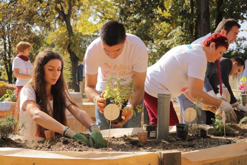 Photo of Отворена првата училишна градина во која децата сами ќе произведуваат храна