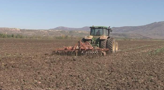 Photo of Земјоделците интензивно работат на есенската сеидба