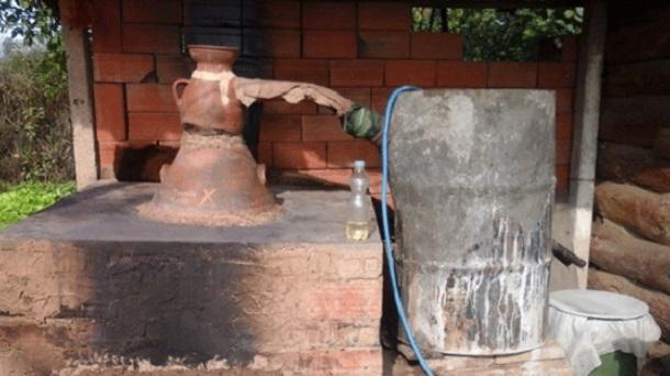 Photo of Со вода за пиење ги ладат казаните за печење ракија, зголемена потрошувачката на вода во Кавадарци