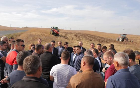 Николовски: Склучени 8 договори за земјиштето од агрокомбинатот Џумајлија, за површина од околу 714 хектари