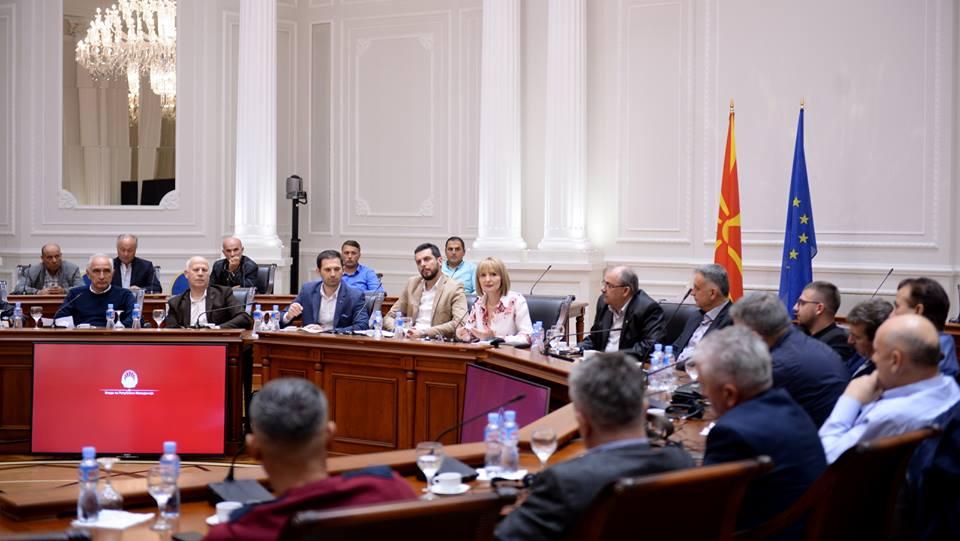 Photo of Влада на РМ:  Враќање на сончогледот на македонските ниви преку договорно производство и сигурен откуп