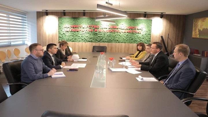 Photo of Николовски на средба со експертот Хартвигсен – Реформи во земјоделското земјиште
