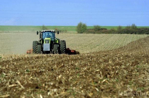 Photo of МЗШВ: Рекордни 718 понуди пристигнаа за јавниот повик за давање под закуп на државно земјоделско земјиште до 3 хектари