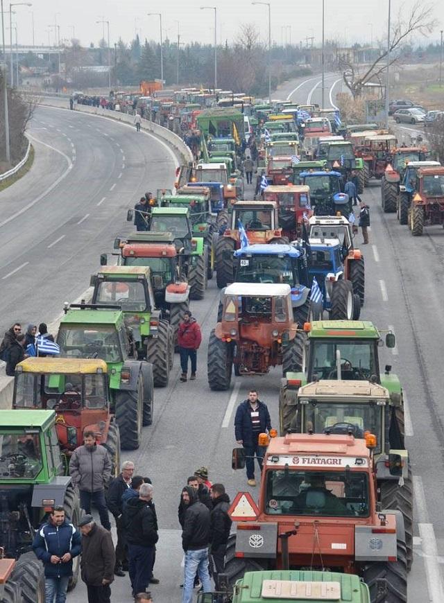 Photo of Грчките земјоделци го блокираа автопатот Солун – Атина