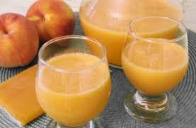 Освежителен домашен сок од праски идеален за лето