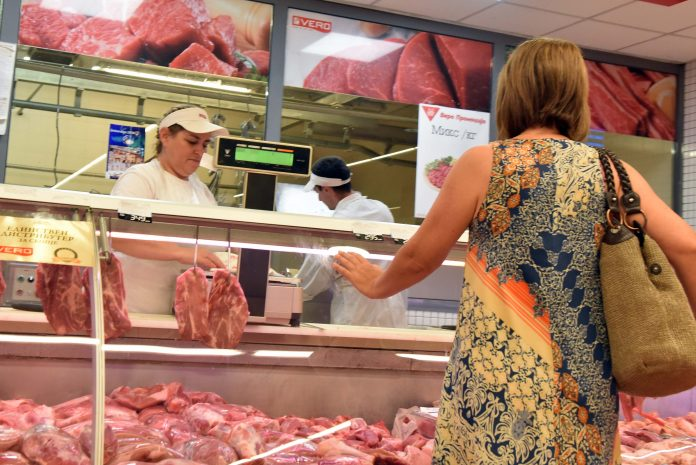 Photo of Граѓаните се плашат да купуваат свинско, бараат декларација