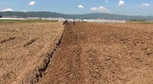 Photo of Истражување: Земјоделците сметаат дека државното земјиште го узурпираат локални моќници