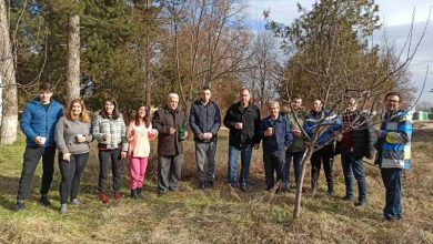 Photo of Учениците од земјоделското училиште во Битола ја продолжија традицијата на закројување лозје