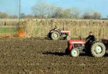 Photo of МЗШВ: Земјоделците ќе можат да ги извршуваат своите работни активности на земјоделските површини и фарми кои се наоѓаат во атарот на своето село, останатите ќе треба да вадат дозвола за движење