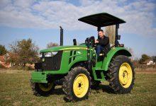 Photo of Џон Дир со кабина е како да си купил и трактор и куќа