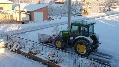 """Photo of Механизацијата на ЈКП """"Комунална Хигиена"""" од Новаци, ги расчистува локалните патишта и улици од снежните наноси"""